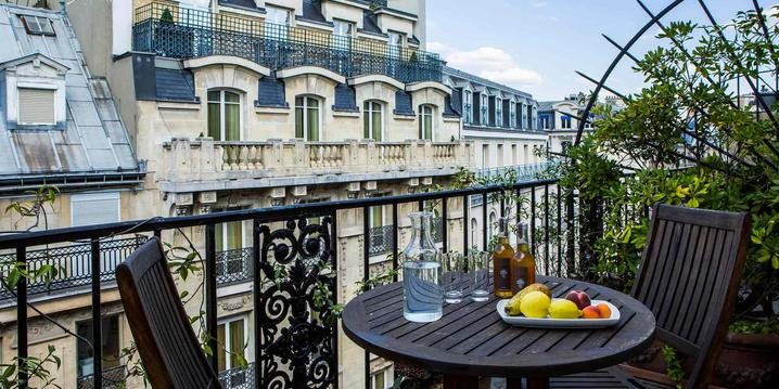 Hotel room with a terrace in Paris