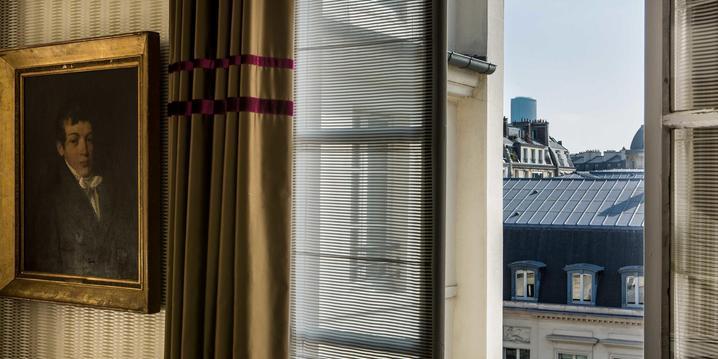 Vue sur la cour et les toits de Paris depuis l'Hôtel 4 étoiles d'Orsay